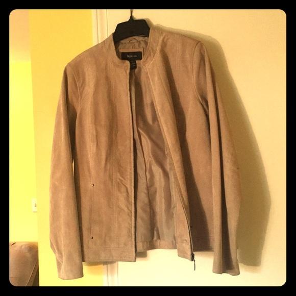 Jackets & Blazers - Gorgeous timeless suede jacket!